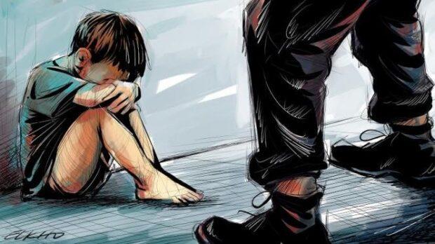 فضيحة …اعتقال أم وعشيقها بتهمة الخيانة الزوجية وتعديب طفلة قاصر