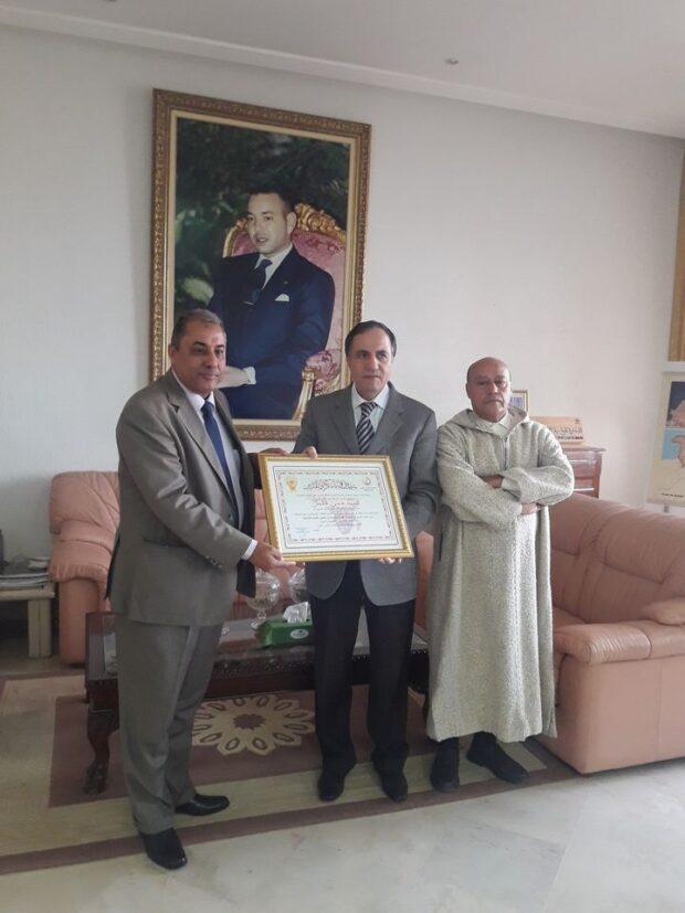 تيزنيت …جمعية الشيخ ماء العينين تقديم لعامل الاقليم شهادة تقديرية