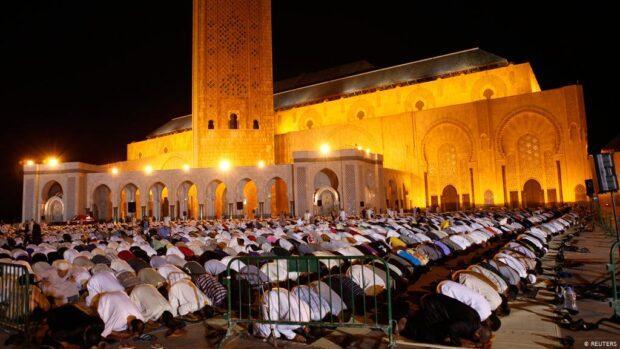 رسمي … إغلاق المساجد خلال صلاتي العشاء والفجر في رمضان
